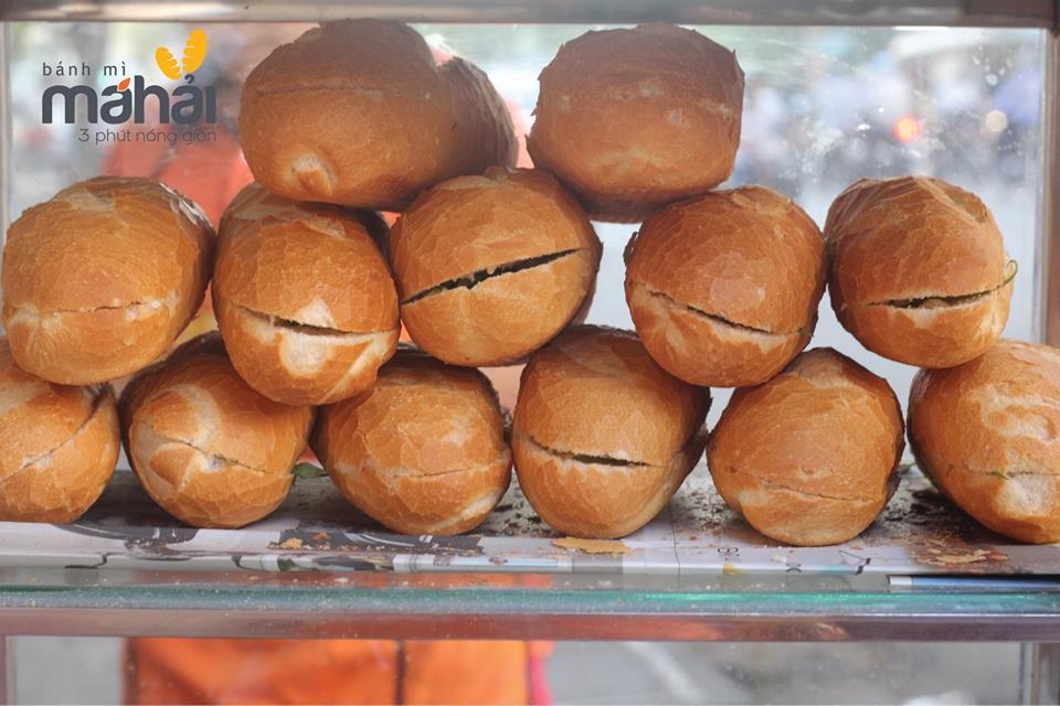 Bánh mì Sài Gòn - đại diện của ẩm thực đường phố Việt.