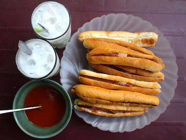 Vị bánh mì cay Hải Phòng trứ danh đất Cảng.