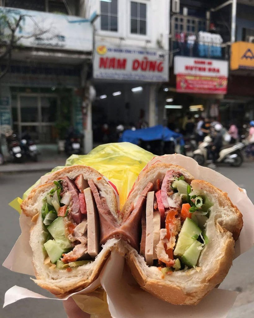 Bánh mì Huỳnh Hoa nổi tiếng