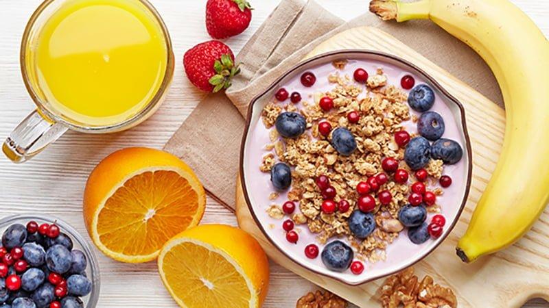 ăn sáng với hoa quả